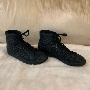 Nike high top textured sneakers Size 9